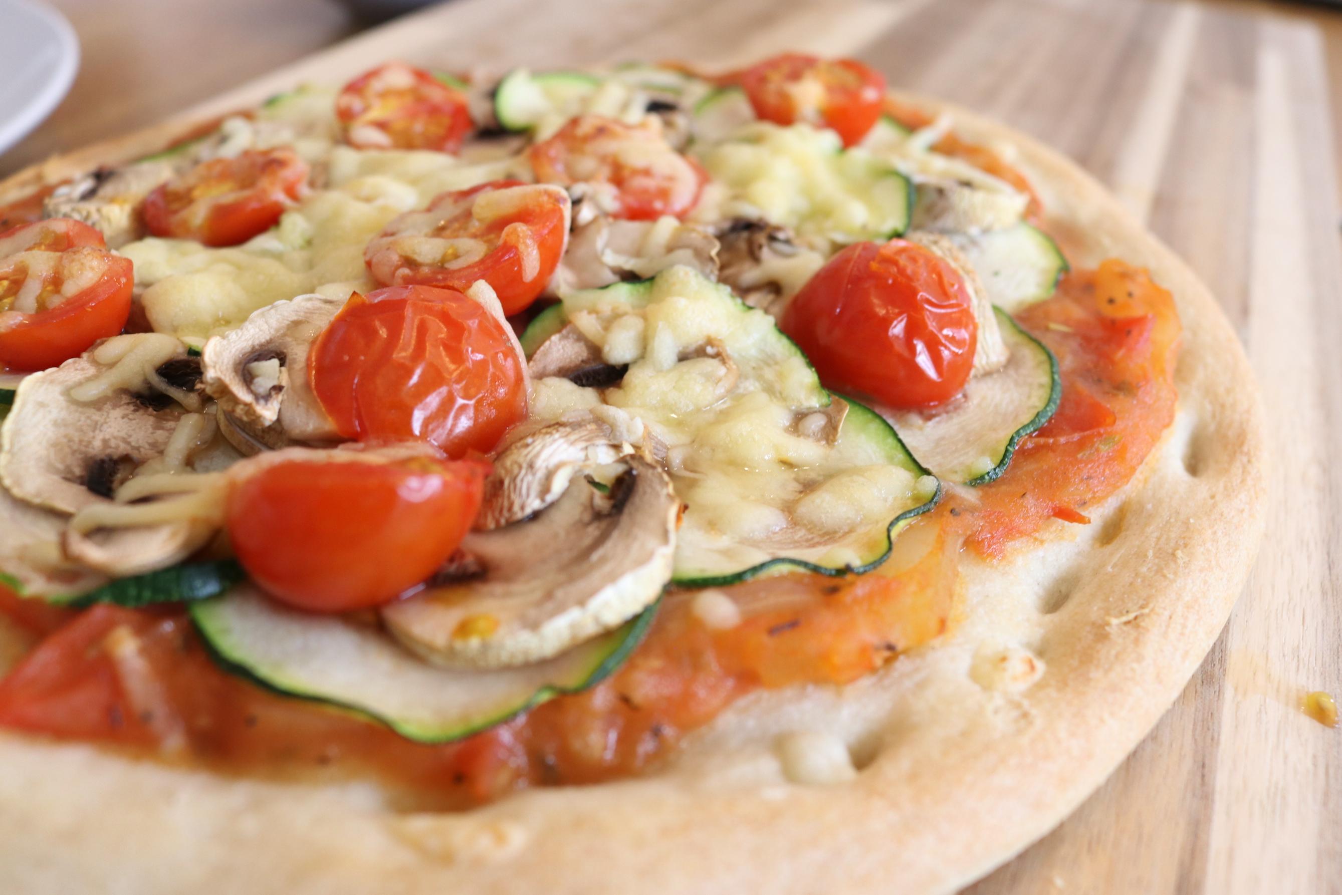 gezonde pizza, recept gezonde pizza, bloemkool pizza, bloemkool pizzabodem,